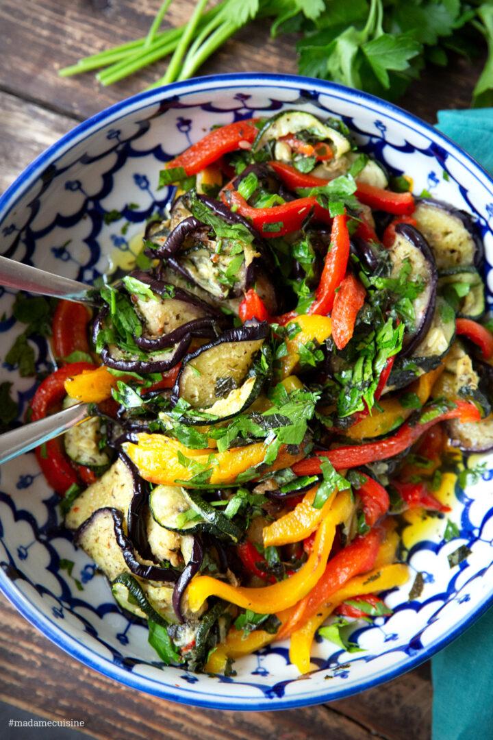 Grillgemüse-Salat mit Tahini-Dip | Madame Cuisine Rezept