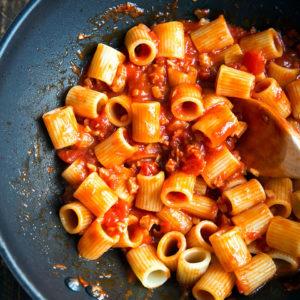 Amatriciana (mit Speck und Pecorino) | Madame Cuisine Rezept