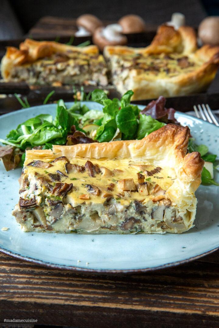 Pilz-Tarte mit gemischten Pilzen und Salat | Madame Cuisine Rezept