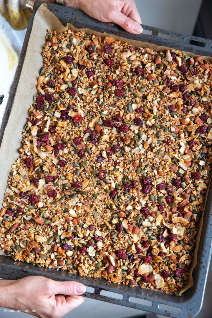 Nuss-Granola mit Cranberries und Joghurt | Madame Cuisine Rezept