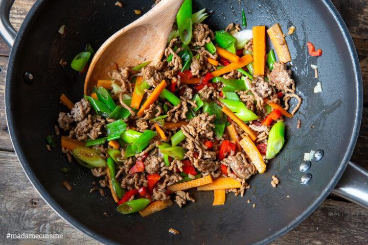 Asia-Nudel-Pfanne mit (veganem) Hackfleisch   Madame Cuisine Rezept
