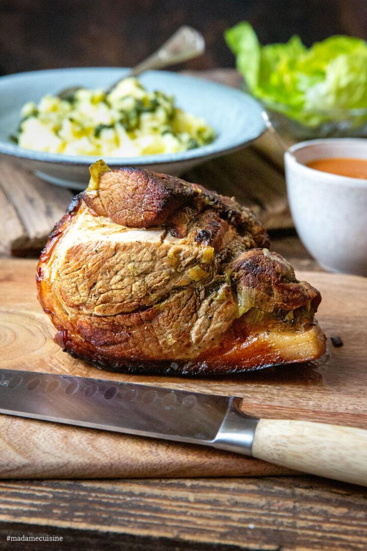 Schweinekrustenbraten mit Bärlauch-Kartoffelstampf | Madame Cuisine Rezept