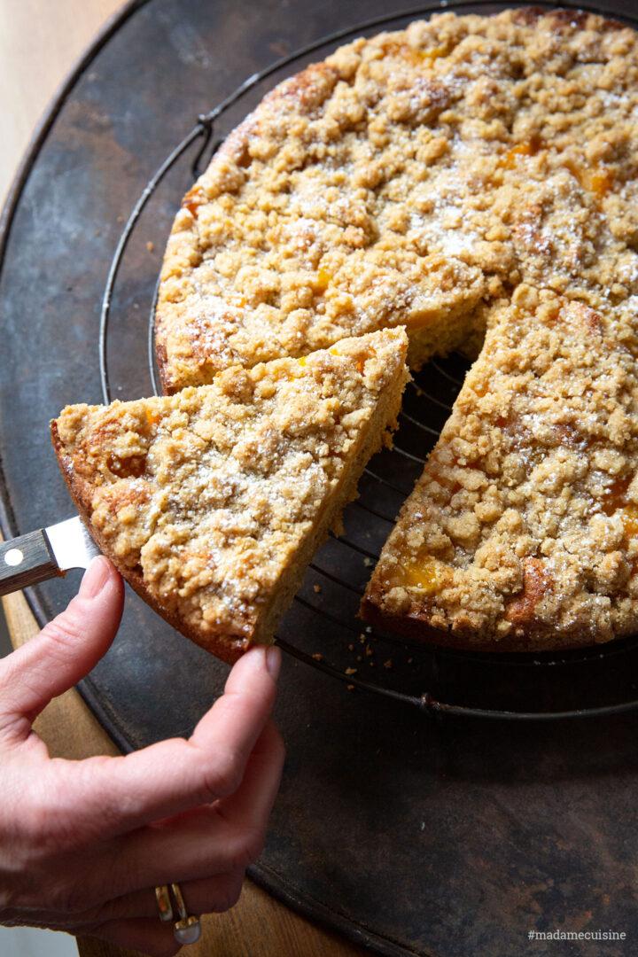 Aprikosen-Mandel-Kuchen mit Zimt-Streuseln | Madame Cuisine Rezept