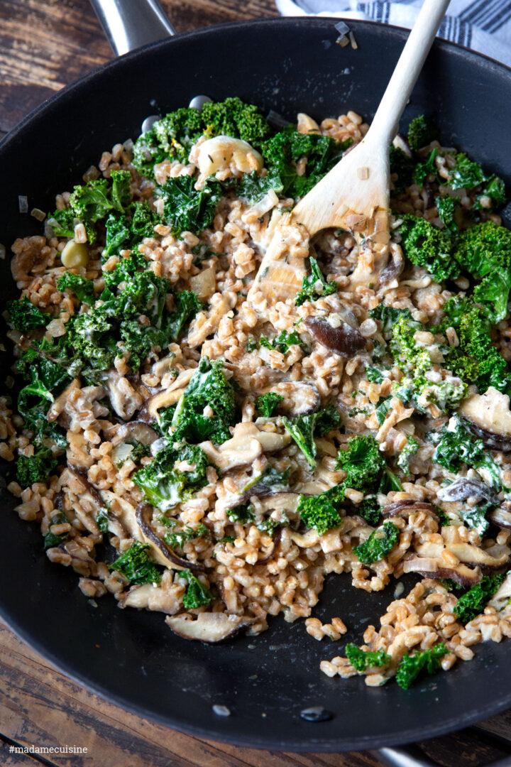 Grünkohl-Dinkel-Pfanne mit Shiitake Pilzen | Madame Cuisine Rezept