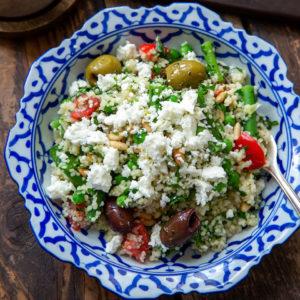 Frühlings-Couscous mit Oliven und Feta | Madame Cuisine Rezept