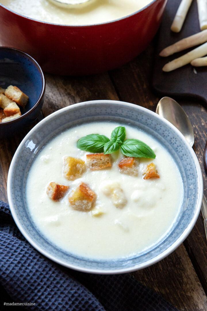 Spargelcremesuppe mit Croûtons und Basilikum | Madame Cuisine Rezept