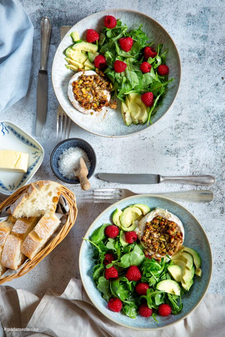Gebackener Camembert mit Avocado-Himbeer-Salat   Madame Cuisine Rezept