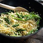 Pasta mit Spargel, Zitrone, Feta & Knoblauch | Madame Cuisine Rezept