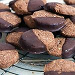 Schokoladenkekse mit Nüssen und Schoko-Guss | Madame Cuisine Rezept