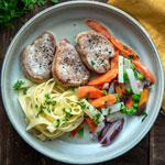 Schweinemedaillons mit Frühlingsgemüse | Madame Cuisine Rezept