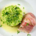 Seeteufel-Saltimbocca an Erbsen-Kartoffelstampf mit Koriander und Zitronenbutter | Madame Cuisine Rezept