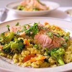 Fusion Kitchen: Camargue-Reis mit Wok-Gemüse und Lachsfilets | Madame Cuisine Rezept