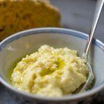 Selbstgemachter Hummus auf Karotten-Körnerbrot | Madame Cuisine Rezept