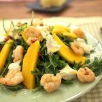 Rucola mit Garnelen, Mango und Büffelmozarella | Madame Cuisine Rezept